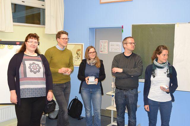 Die Forscherinnen und Forscher aus dem SFB zu Besuch im Klassenraum