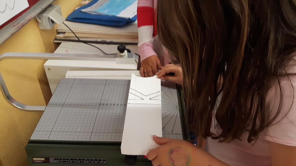 Buchstaben zuschneiden mit einem Draht