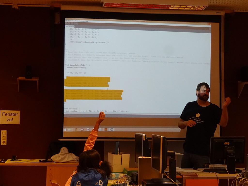 Sebastian Huhn stellt die Programmiermöglichkeiten vor