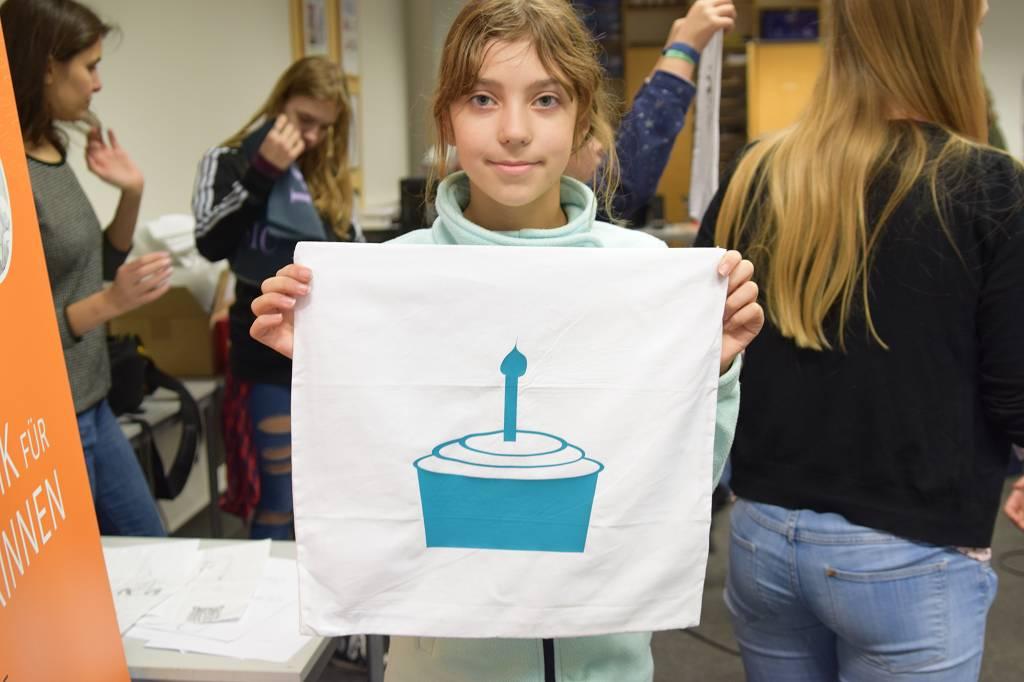 Der Cupcake auf dem Geburtstagskissen